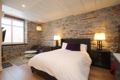 Queen Jacuzzi Suite - Bed