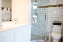 Queen Suite 4 - Bath