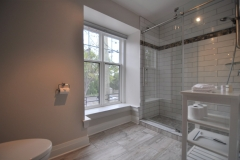 Queen Suite 3 - Bath