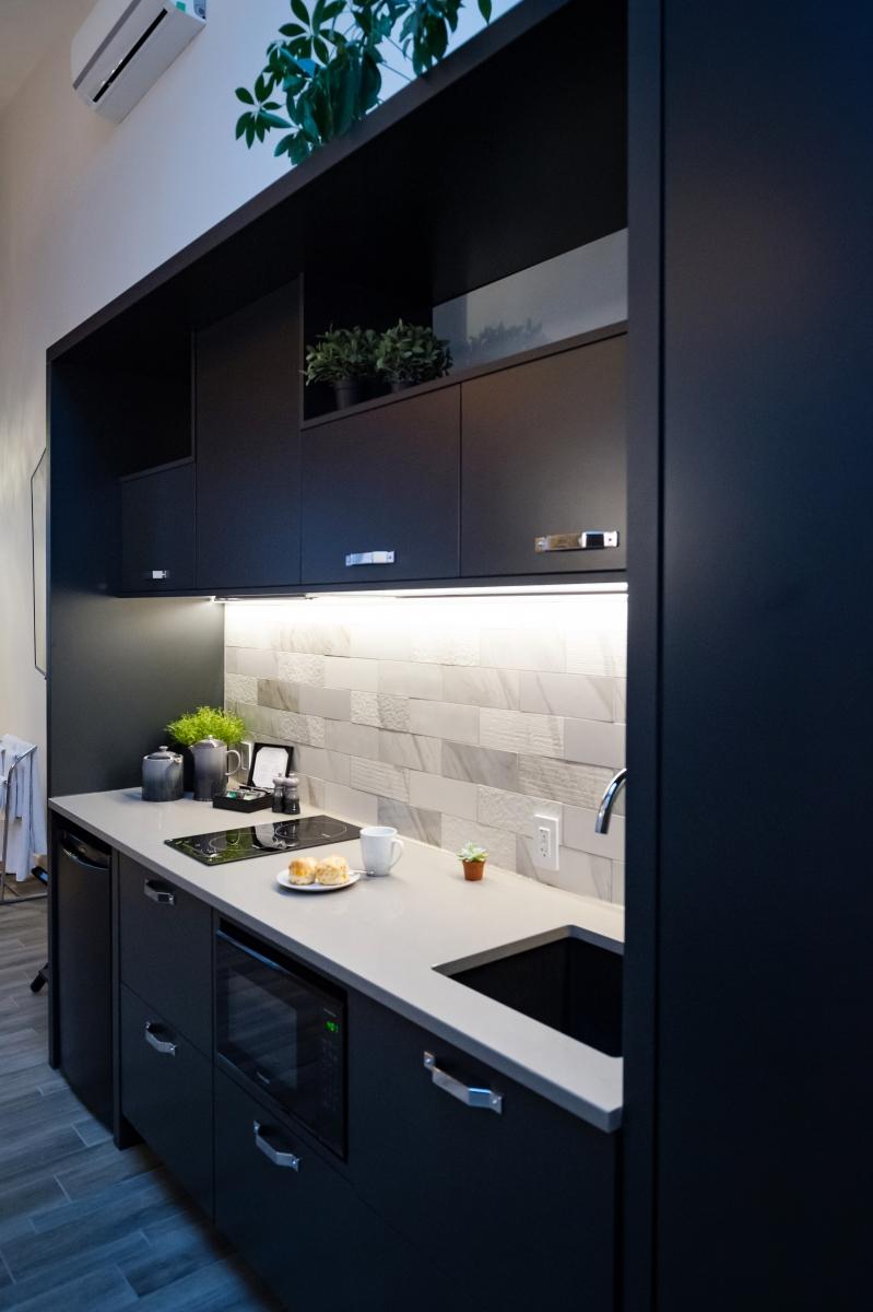 The Holt Suite - Kitchen & Wardrobe