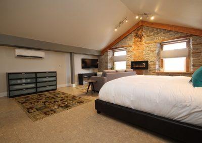 Kemptville Suites King Suite